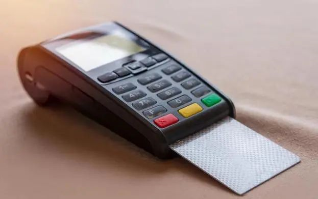 如何使用POS机才能避免封卡?